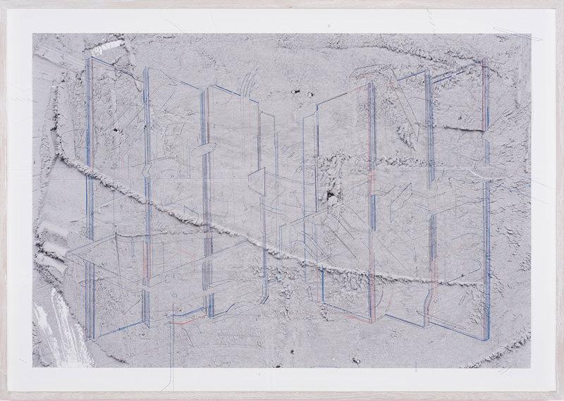 Keita-Mori-Bug-report-Barricade-fil-de-coton-et-fil-de-soie-sur-photographie-Gabriela-Lupu-88-x-58-cm-2016
