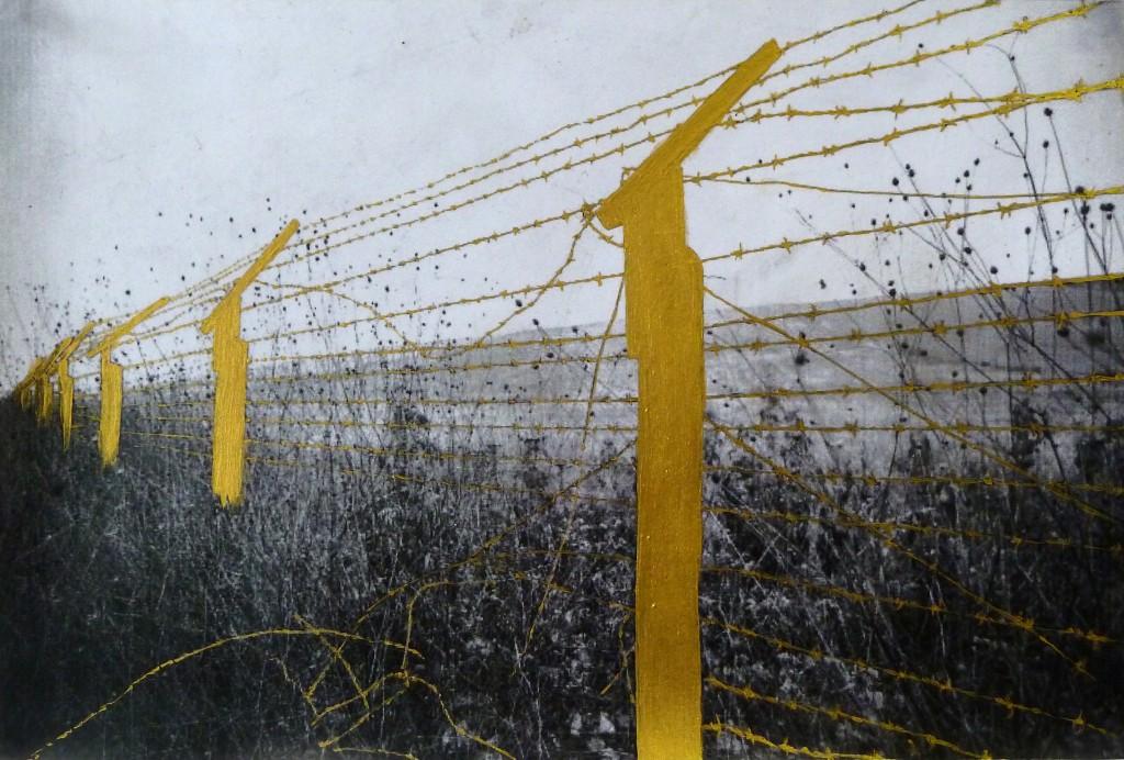 Natasja Van Kampen, Golden Age 2 (série Golden Age), 2015, vernis et peinture or sur laser print noir et blanc, 18 x 28 cm